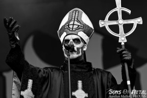 Papa Emeritus II, lors du concert de Ghost BC au Sonsiphere France 2013.