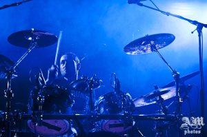 Guillaume (batterie). Concert à Bourgoin-Jallieu, le 17 mai 2014.
