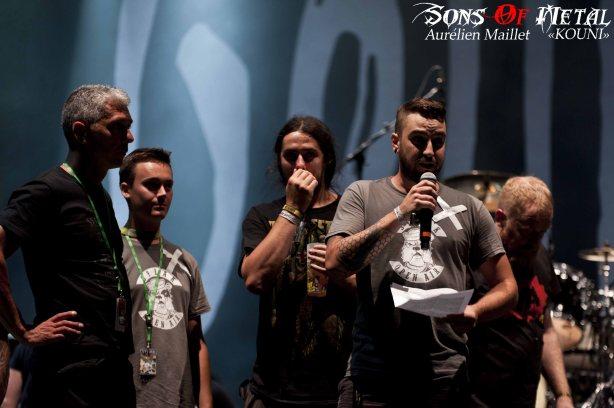 Les intermittents prennent la parole, avant le concert de Gojira.